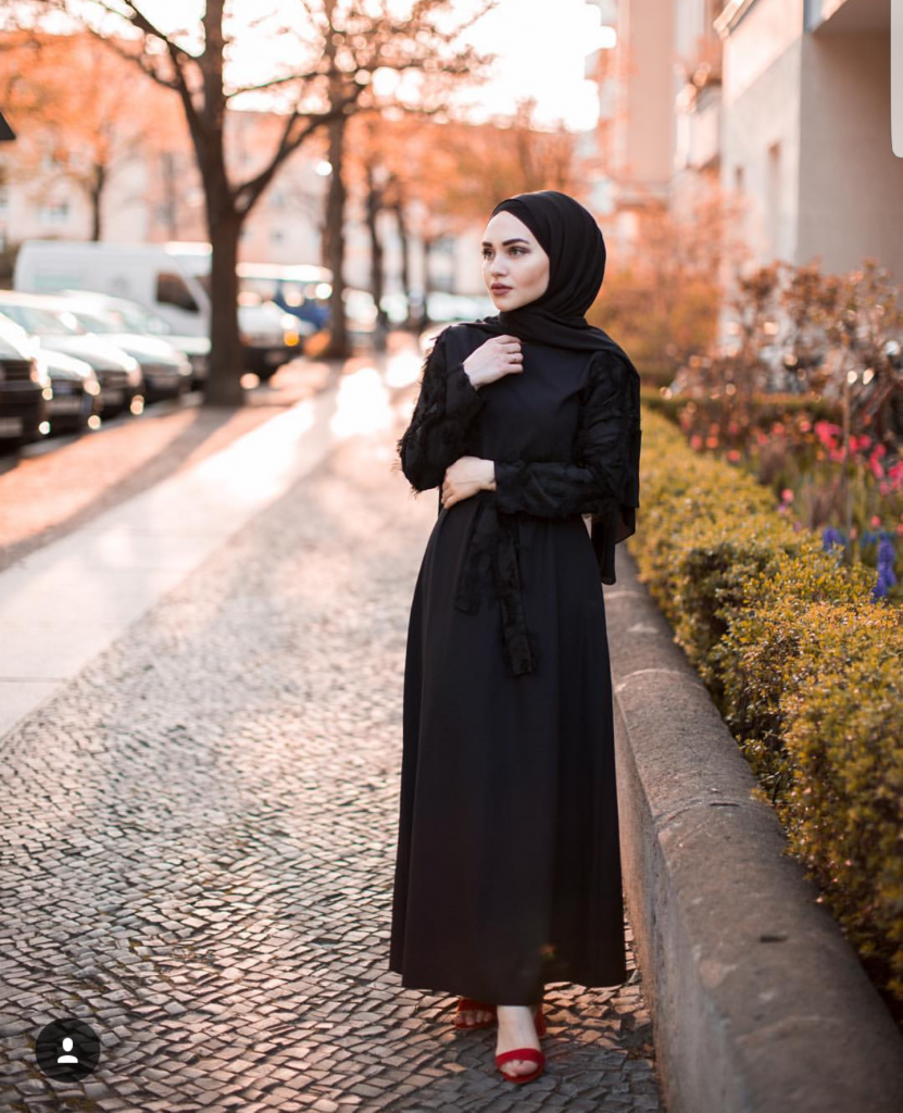 Basic Black Hijab Oufit Ideas