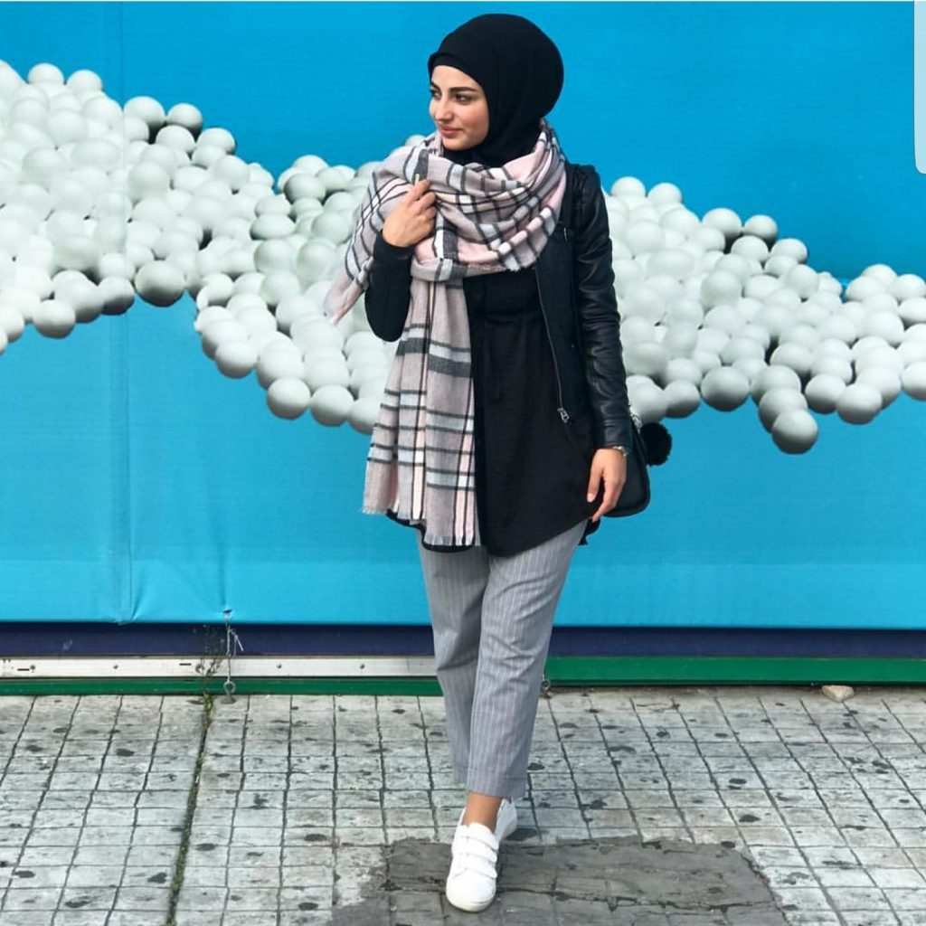 Casual And Simple Hijab Fashion Outfit