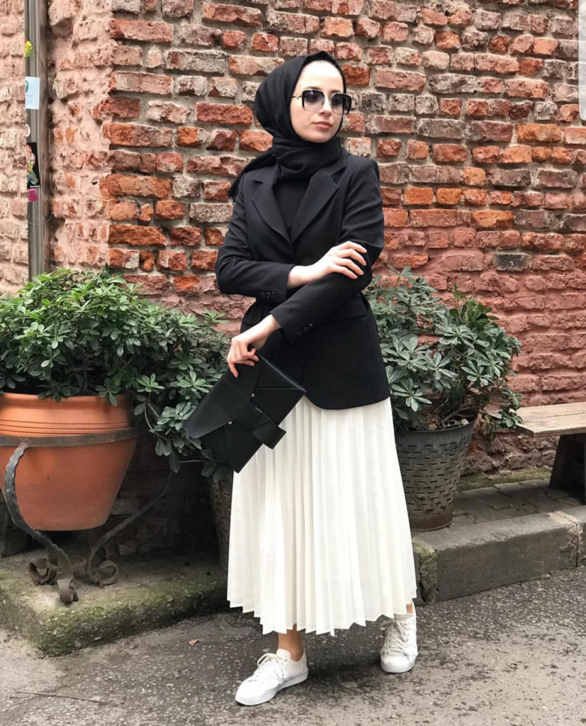 Stylish Street Style Hijabi Outfit Inspiration For Winter