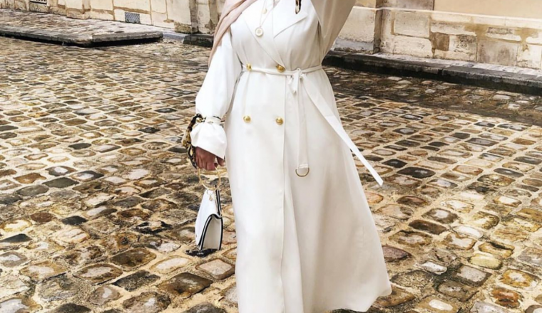 18 Inspiring White Outfit Ideas With Hijab For Winter
