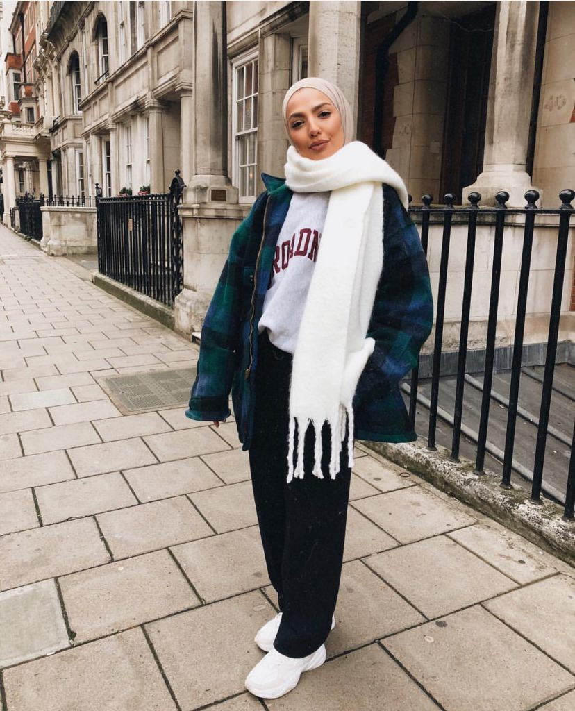 Casual And Comfy College Outfit Ideas With Hijab - Zahrah Rose